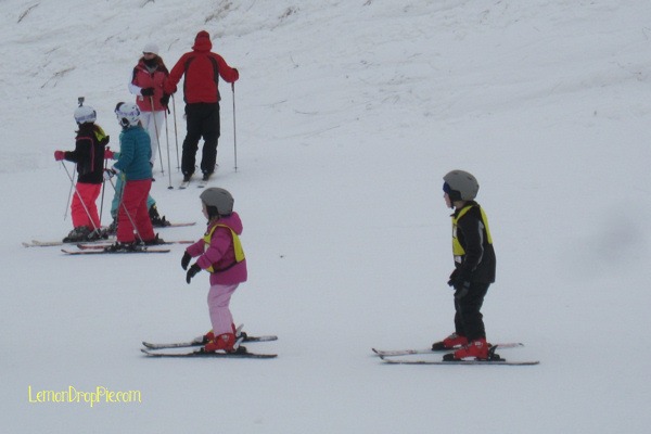 Emmy in pink, during her ski lesson