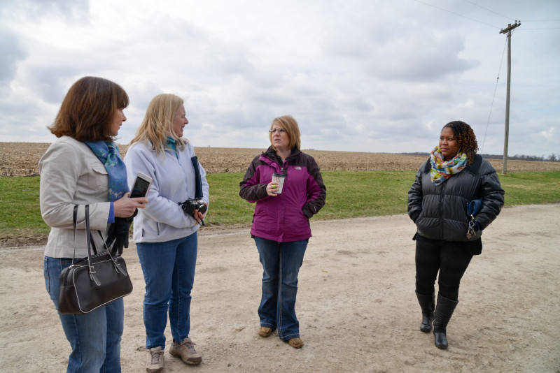 Sara talks to a group of City Moms. Photo courtesy of Illinois Farm Bureau.